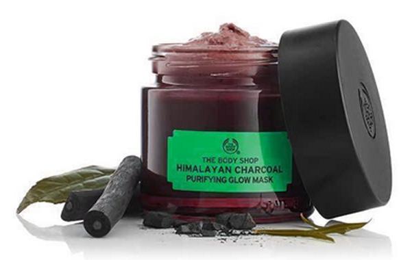 The Body Shop Himalayan Charcoal Purifying Glow Mask masker wajah kulit berminyak